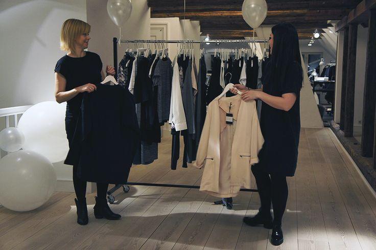 Søde Pernille var til blogger event hos os her på HQ i tirsdag, læs om hendes oplevelse af kollektionen. http://pagik.dk/2015/01/paa-besoeg-hos-black-swan/