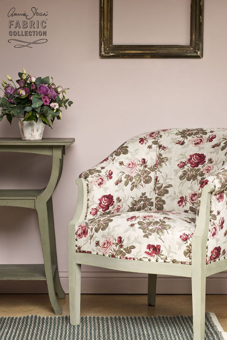 Dolores is a classic floral fabric in the Annie Sloan Fabric Collection. Made of 100% linen, it features a deep red rose as it's central design. Suitable for light upholstery. This fabric goes beautifully with Chalk Paint® in Antoinette and Château Grey.