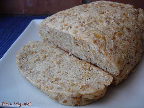 Ahí va una nueva versión del pan anterior. Me ha parecido muy sabroso, y con la goma xantana se consigue que sea una masa muy elástica. Creo que el hecho de hacer la mayonesa al principio también a...