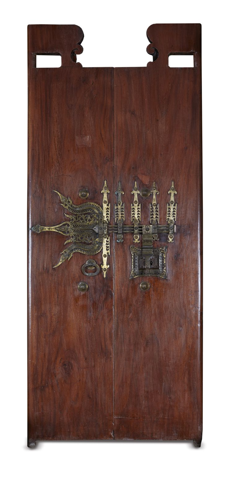 Celestial Realm is an installation that depicts arts of Kerala and this door forms a part of it. #Manichithrathazhu or #Chithrapoottu literally means the 'The ornate lock' and it is the characteristic feature of the main door of a traditional #Kerala house.