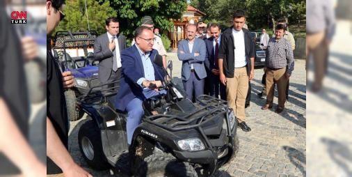 Bakan Bozdağ, ATV'ye bindi: #Adalet Bakanı Bekir Bozdağ, Türkiye'nin ilk milli parkı olan Yozgat Çamlığı'nda incelemelerde bulundu, ATV aracına bindi. Bozdağ, hızlı trenin 2019 yılında Yozgat'ı #Sivas'a, Kırıkkale'ye, Ankara'ya, Konya'ya, Eskişehir'e, İstanbul'a ve o ana kadar da ağa dahil olacak diğer illerin tamamına bağlayacağını belirtti.