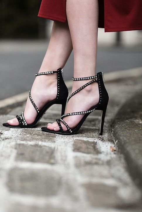 Hot on the footsteps of the bestselling Georgia sandal, Carvela Kurt Geiger brings you Grass, a slinky black sandal with sparkle-studded asymmetric straps and a slender 105mm heel. Wear with after-dark ensembles for effortless glamour.