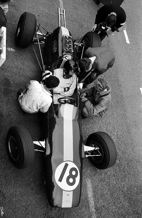 Jim Clark, Lotus-Climax, #18 (WON) Dutch Grand Prix was held at Zandvoort on 24 May 1964.