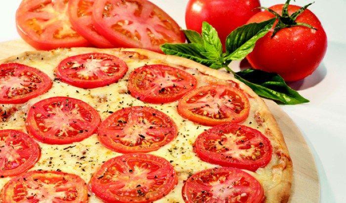 Pizza napolitanaPlato principal 8 porcionesIngredientes 150 g de harina 0000 50 g salvado de avena 50 g de levadura de cerveza 2 cditas. de azúcar Agua