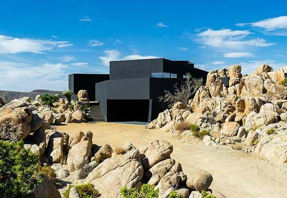 Black Desert house makes a case for going off the grid