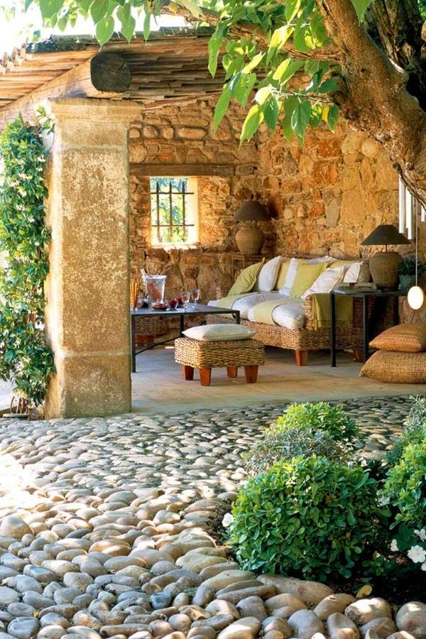 Rustic outdoor space. Love this space!!