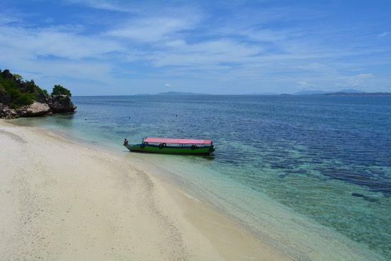 Pantai Santigi Pesona Pantai Berpasir Putih di Nusa Tenggar Barat - Nusa Tenggara Barat