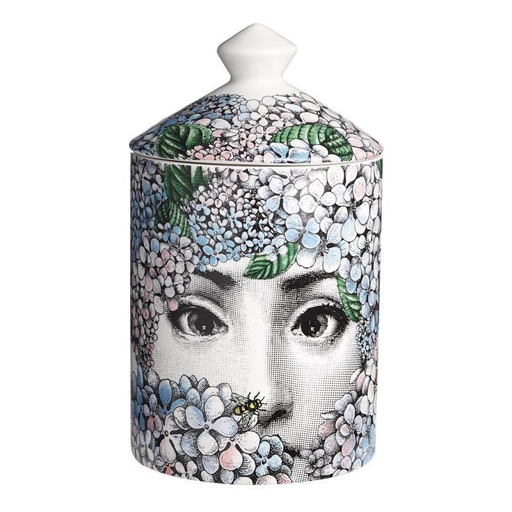 Envelop your home with the heady floral bouquet of this Otensia scented candle from Fornasetti. Encased in a ceramic vessel, this candle features the iconic face of Lina Cavalieri surrounded by light