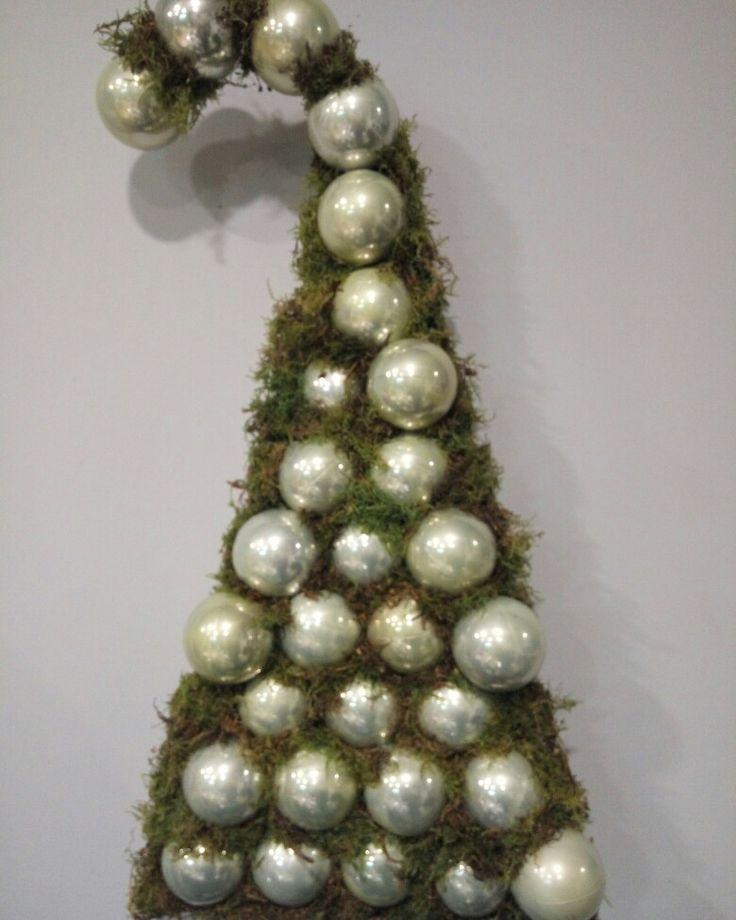 Christmas Santa's hat  #christmas #ornaments #moss #christmaswindow #flowershop #oneiranthi