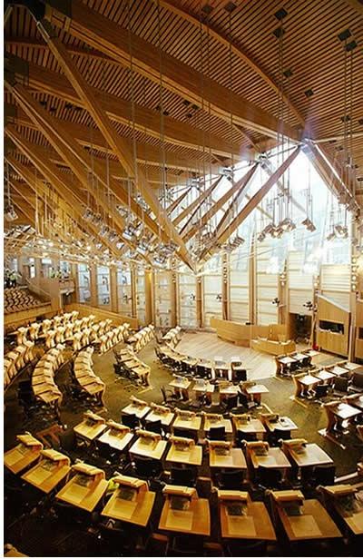 El parlamento escocés, estructura de madera laminada y tensores de acero #estructura #madera #wood