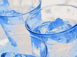 El agua fría o helada ayuda al funcionamiento rápido de nuestro metabolismo, incrementando nuevamente la eliminación de las grasas. Es necesario beber un total de 2 litros de agua al día, y si esto lo hacemos con agua fría incrementaremos más su eficacia.