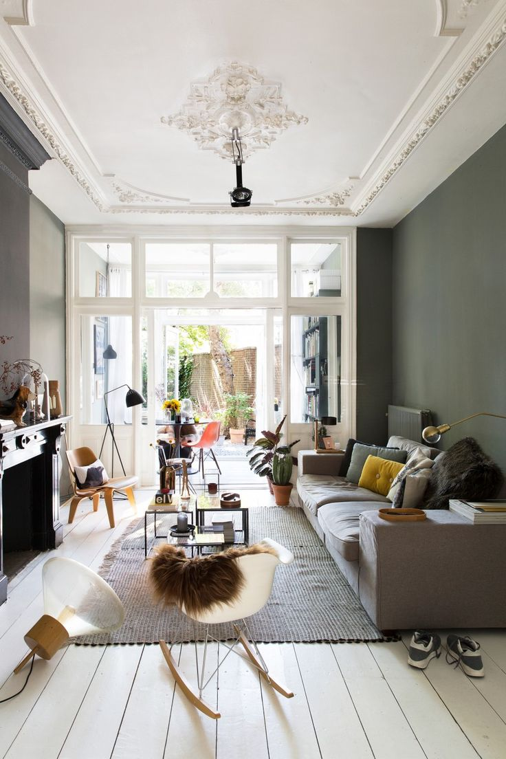 Haags Herenhuis - cosy with dark walls and white floors + eclectic