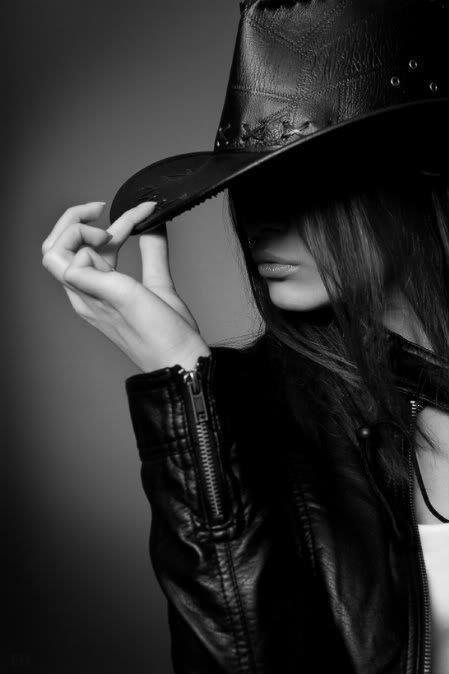 Chic cowgirl hat and black leather jacket - So mysterious and cool!