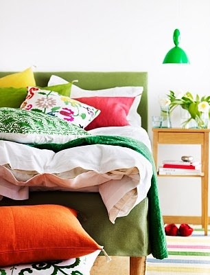Love the color.: Guest Room, Color Combos, Bright Green, Bedroom Colors, Decoration Bedrooms, Colorful Bedrooms, Master Bedroom, Beautiful Bedrooms, Bedroom Ideas
