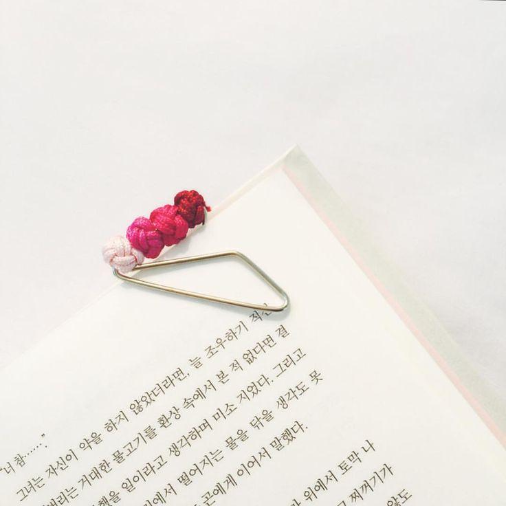 _ 예쁘다아  #가락지_끼움쇠 #ring_clip #전통매듭 #elknot #eL_knot #박진오 #엘놋 #북마크 #책갈피 #bookmark #북스타그램 #책스타그램 #핑크 #핑크덕후 #pink