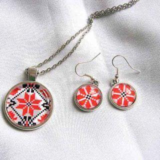 #Colier cu #pandantiv şi #cercei #tortiţe cu #motive #tradiţionale / #Necklace with #pendant and #earrings with #Romanian #traditional #motifs / #루마니아의 #전통 #공예와 #펜던트와 #이어링이 #달린 #목걸이 https://handmade.luxdesign28.ro/produs/colier-cu-pandantiv-si-cercei-tortite-cu-motive-traditionale-28875/
