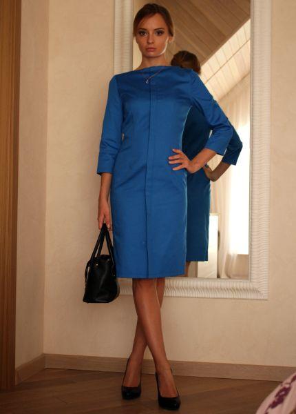 Синее деловое платье-футляр из фильма «Форс-мажоры» (Suits)  5,080₽  Точная копия платья из гардероба Джессики Пирсон — руководителя юридической компании и самой властной и успешной карьеристки из фильма «Форс мажоры». Пирсон — настоящая леди-босс — элегантная, сдержанная и эффектная. Ее наряды, образы и цитаты — это учебник, наглядное пособие «как нужно выглядеть, чтобы добиться власти и признания».