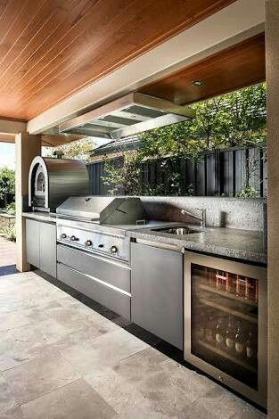 Outdoor kitchen - standup bit in back