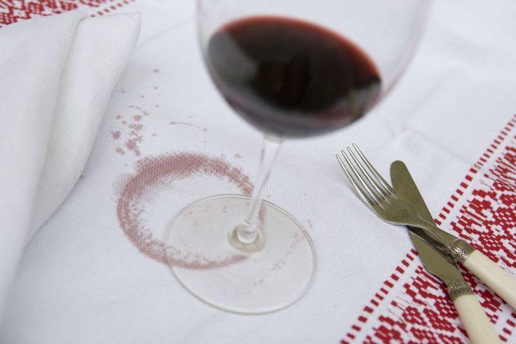 come togliere le macchie di vino rosso