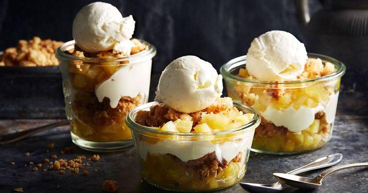 Som en snabb och underbart god smulpaj på höjden! Trifle är en brittisk dessert-tradition som alltid innehåller någon typ av frukt, grädde och kaka i olika lager – en utsökt tradition.