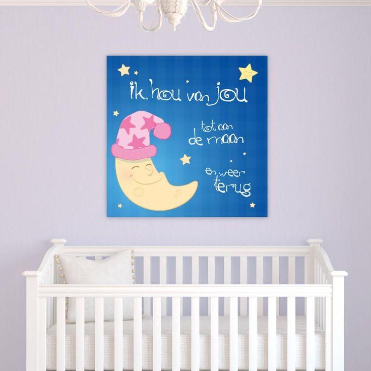 """De wel bekende zin: """"Ik hou van jou tot aan de maan en terug"""" Door ons zelf getekend en nergens anders te koop! Verkrijgbaar in 2 verschillende roze tinten. Deze versie is roze met witte letters. Een decoratie als deze zal iedere babykamer of kinderkamer gegarandeerd opvrolijken!"""