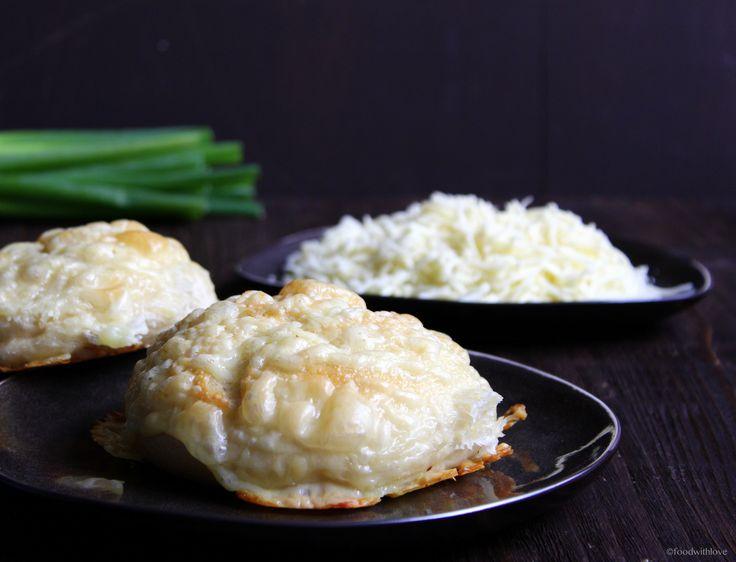 Ihr Lieben ❤️ Mögt Ihr Käsebrötchen auch so gerne ? Unsere Familie liebt sie. Ob zum Frühstück, Abendbrot oder auch einfach nur als Snack. We love it ! Diese Käsebrötchen sind saftig und mit einer …