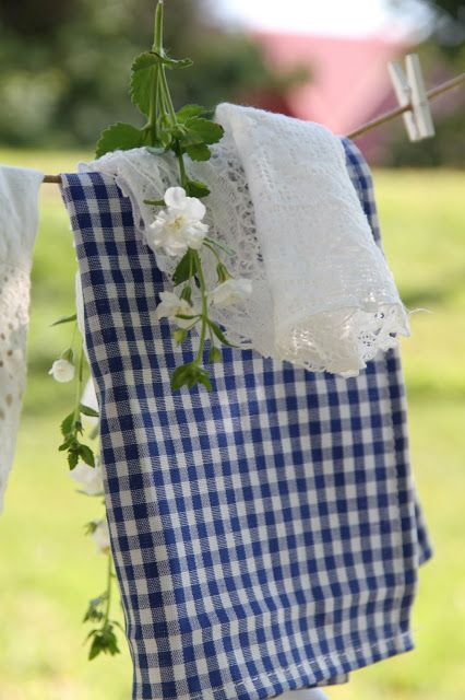 Gingham and lace, a perfect combination for Country/Cottage Chic!