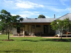Lovedale Country Lodge is the perfect accommodation venue to relax and enjoy the beautiful Hunter Valley region, all year round. #AccommodationHunterValley #HunterValley www.OzeHols.com.au/102