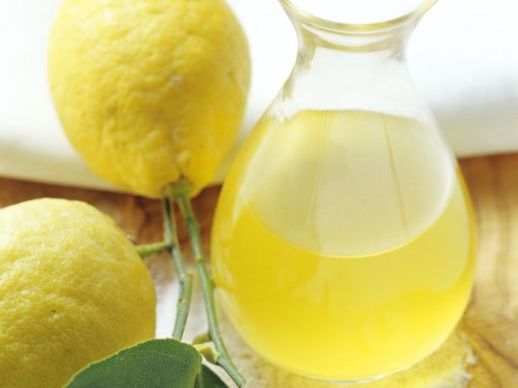 Limonenlikör ist ein Rezept mit frischen Zutaten aus der Kategorie Südfrucht. Probieren Sie dieses und weitere Rezepte von EAT SMARTER!