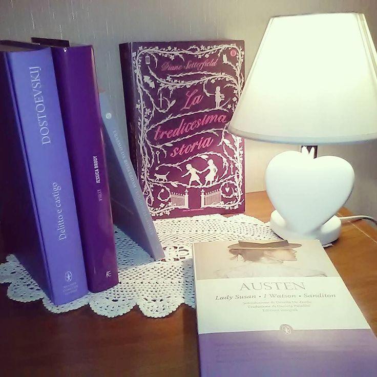 Grazie a @ballerina_tra_i_libri per il tag #colorsbook ci ha assegnato il colore viola! A chi tagghiamo invece assegnamo il colore verde!  #libri #leggere #lettura #libriovunque #amoleggere #libridaleggere #bookstagram #bookworm #booklover #booknerd #instabook #book #books #austen #picofthenight
