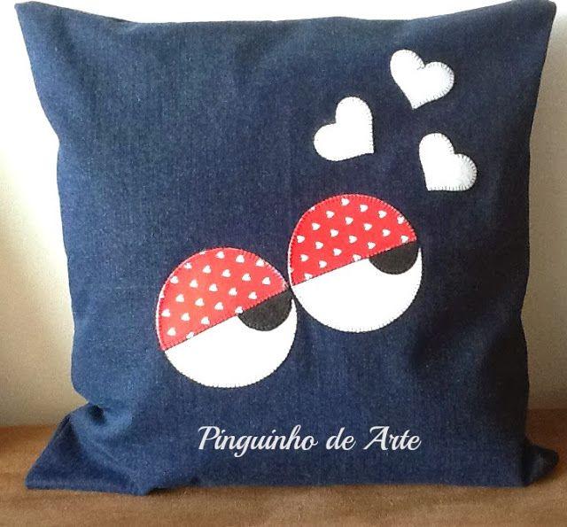 http://wwwpinguinhodearte.blogspot.com.br/2013/11/almofadas-divertidas.html