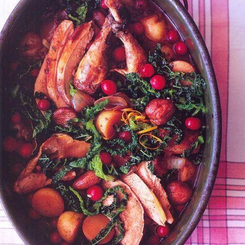 Fazant met kastanjes, nieuwe aardappelen, cranberry's en kool, uit 'Het diabetes kookboek' van Antony Worrall Thompson. Kijk voor de bereidingswijze op okokorecepten.nl.