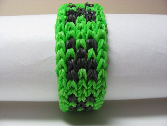 Rainbow Loom rubber band stretch bracelet by Sellingitforyou, $10.00