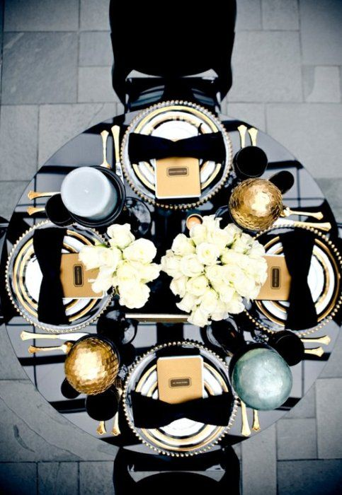 Lush gold and black wedding table     Keywords: #goldweddings #jevelweddingplanning Follow Us: www.jevelweddingplanning.com  www.facebook.com/jevelweddingplanning/