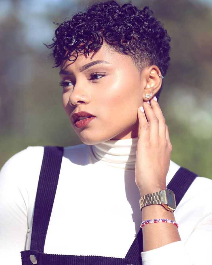 These short hairstyles for black women vary in style and essence. With everything from the conservative and sexy styles to the bold and flirtations ones