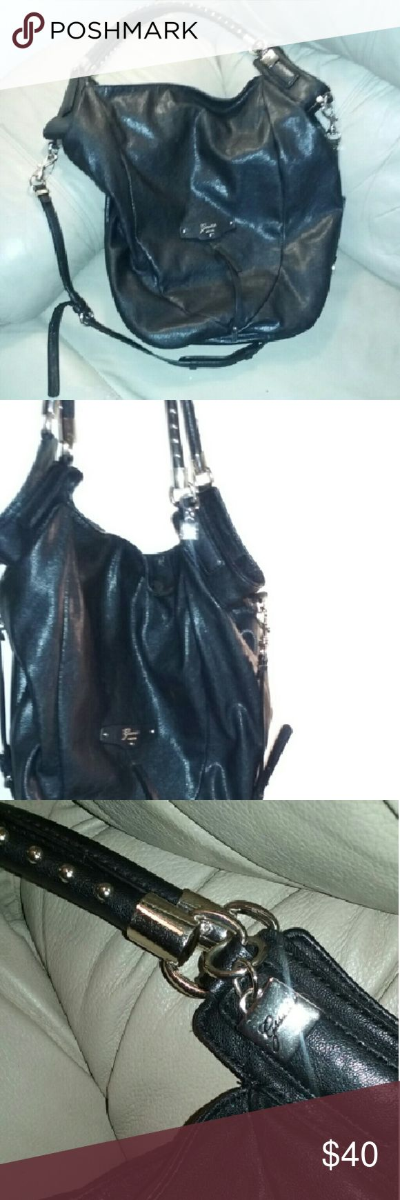 Large Guess bag Beautiful black large guess bag. In great condition  Very gently used. Detachable strap. guess Bags Crossbody Bags