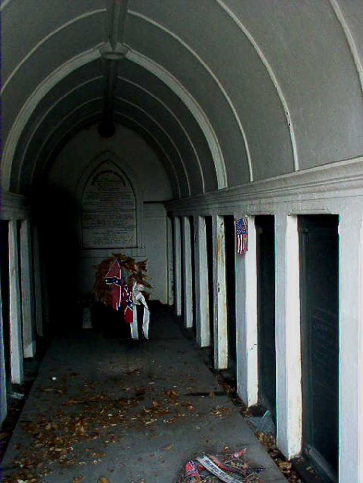 Shadow person at Tomb of The Army of Tennessee in Metairie Cemetery Metairie Louisiana & 255 best Shadow People images on Pinterest | Shadow people Darkness ...