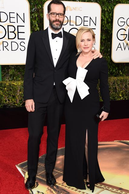 Eric White and Patricia Arquette (47) Golden Globes Red Carpet 2016 Red Carpet fashion for Women over 45, fashion for women over 50, Outfits modeled by woman over 45, outfits modeled by woman over 50. An oversized, '80s-style, white bow adds an unexpected element to Patricia Arquette's black dress. Plus, it coordinates perfectly with BF Eric White's sleek tux....