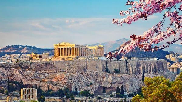 DÍA 25. CRUCERO – ATHENAS (PIRAEUS) GREECE. Pensión Completa. Iniciaremos en el Puerto del PIREO, visitando a la cosmopolita ATENAS capital de Grecia en una vista panorámica nos deleitaremos con un maravilloso recorrido abarcando tanto las atracciones antiguas y modernas, incluyendo LA ACADEMIA, EL ARCO DE ADRIANO, EL TEMPLO DE ZEUS OLIMPICO, LOS JARDINES NACIONALES, y una parada en la zona peatonal por debajo de los majestuosos Acrópolis.