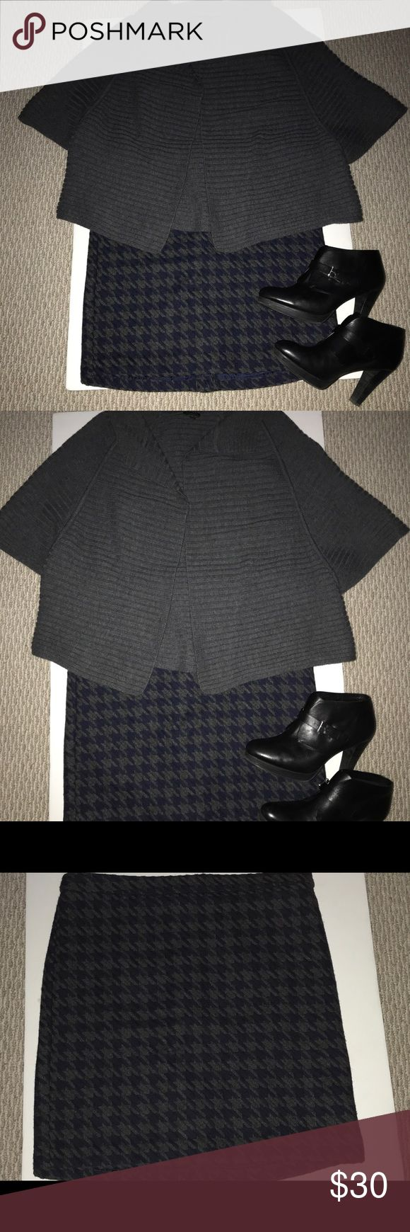 """Tommy Hilfiger wool blend houndstooth skirt sz 12 Tommy Hilfiger Black Gray Large Houndstooth Print Wool Blend Pencil Skirt size  12. This is a super cute skirt perfect for fall and winter. The fabric is 42# polyester 40% wool and 15% acrylic. It has a rear zipper and hook closure and a 6"""" back split. The skirt measures 20"""" long and the waist is approx 36"""". Great condition. Tommy Hilfiger Skirts Pencil"""