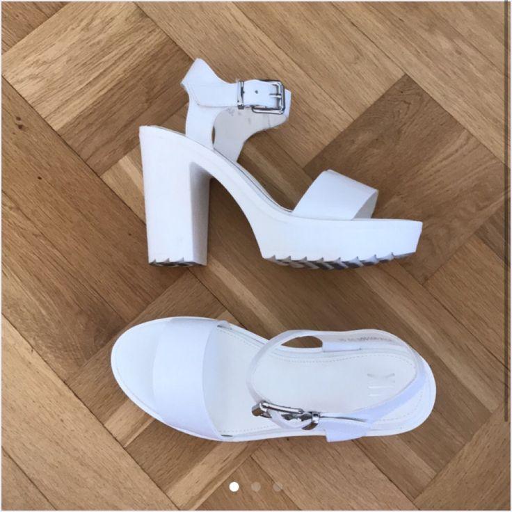 Vita klackskor i äkta läder från Dinsko's läderkollektion XIT. Storlek 36 och endast använda en gång i cirka 2 timmar. Nyskick! . Skor.
