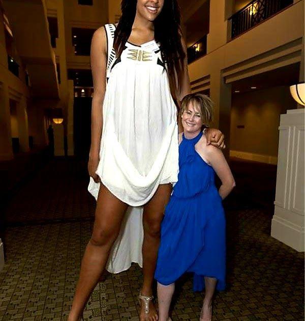 اغرب من الخيال جميلات عمالقة أطول رجل في التاريخ اقصر إمرأة في العالم موسوعة جينيس للأرقام القياسية اطول ساقين في العالم اطول Women Slip Dress White Dress