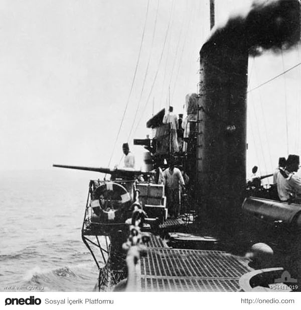 Hiç Görmediğiniz 18 Fotoğraf ile Çanakkale Savaşı. Çanakkale Boğazını savunan Osmanlı sahil güvenlik botları