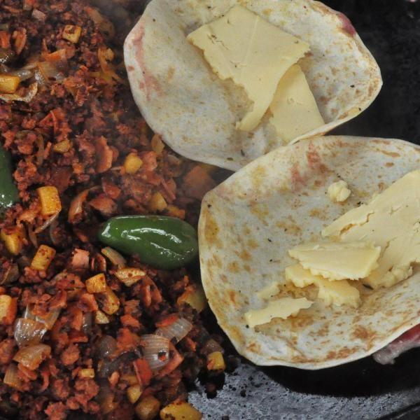 Aprende a preparar discada norteña mexicana con esta rica y fácil receta.  La discada norteña es un plato clásico del campo, su característica principal es la...