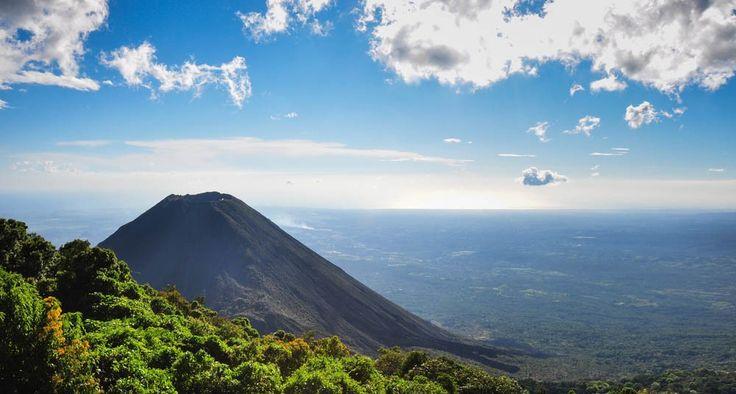 El Salvador prohibió la minería metálica en todo el país -- Volcán de Izalco, El Salvador