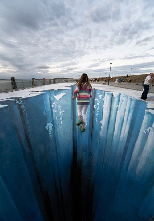 Another cool sidewalk chalk draw creates an illusion