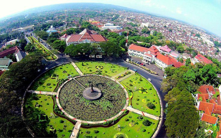 Alun-alun Tugu Kota Malang, Jawa Timur
