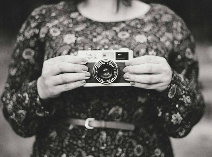 Atenção fotógrafos do Brasil: estamos aceitando trabalhos para publicação. Ensaios de casal ensaios íntimos e casamentos realizados com luz natural durante o dia na praia ou no campo. mande um email para submissions@luminousbride.com.br.  #casamentoaoarlivre #casamentonapraia #casamentonocampo #casamentodedia #casaraoarlivre #casarnapraia #casarnocampo #noivafineart #noivafashion #noivasdobrasil #fiqueinoiva #inspiracaodecasamento #blogdecasamento #luminousbride #weddingblog #fineartwedding…