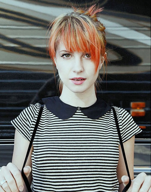 Pretty little Haley Williams of Paramore <3 LOVE the dress too!