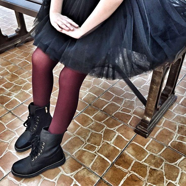 """Все ещё думаете,что наше #Bru_dress платье только на """"выход""""? Записывайте📝 - надеваем грубые ботинки - цветные колготки - не забываем про корону👑  И идем....да вообще не важно куда,главное """"спину ровнее и голову выше""""😉 Пусть наши девочки привыкают быть принцессами всегда,а не только по праздникам👍🏻"""